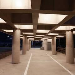 1층 필로티 주차장: kimapartners co., ltd.의  바닥