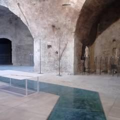 Fase di allestimento area sculture: Allestimenti fieristici in stile  di MALTA DI GERIS