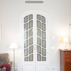 pintu depan oleh ETNA STUDIO , Klasik Kayu Wood effect