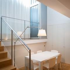 Puertas de vidrio de estilo  por ETNA STUDIO