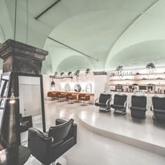 Little Venice Hair: Negozi & Locali commerciali in stile  di MODO Architettura