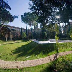 GIARDINO: Studio in stile  di DELISABATINI architetti