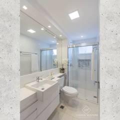 Banheiro do Casal : Banheiros  por CASARIN MONTEIRO ARQUITETURA & INTERIORES