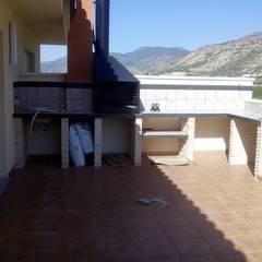 Zona de barbacoa en segunda terraza. : Terrazas de estilo  de MUMARQ ARQUITECTURA E INTERIORISMO