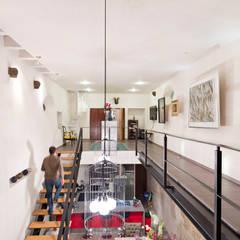 HACIENDA SAN ANTONIO: Pasillos y recibidores de estilo  por Dionne Arquitectos