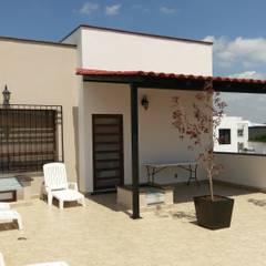 CASA CORREGIDORA I: Jardines de estilo clásico por DEC Arquitectos