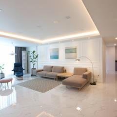 전주 신시가지 아이파크 아파트 인테리어: 디자인투플라이의  거실,모던