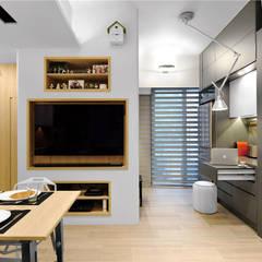 Sai Wan Ho, Hong Kong, Interior Design by Darren Design:  Living room by Darren Design & Associates 戴倫設計工作室