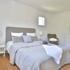 Schlafzimmer in Taupetönen :  Schlafzimmer von Select Living Interiors