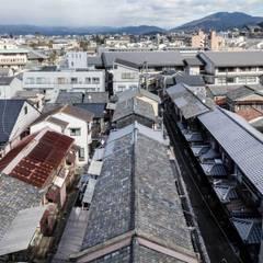 Projekty,  Dach szczytowy zaprojektowane przez 山本嘉寛建蓄設計事務所 YYAA
