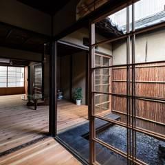 Habitaciones juveniles de estilo  por 山本嘉寛建築設計事務所 YYAA
