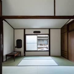 Media room by 山本嘉寛建築設計事務所 YYAA