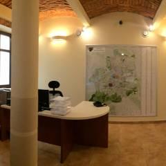 STRAŻ MIEJSKA W BIELSKU-BIAŁEJ - WNĘTRZE: styl , w kategorii Przestrzenie biurowe i magazynowe zaprojektowany przez ARCHITEKCI KOJDER