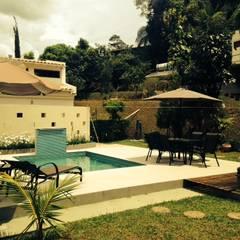 สระในสวน by Patricia Abreu arquitetura e design de interiores