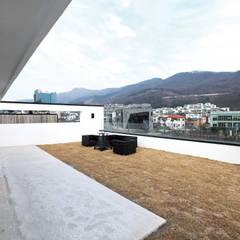 Roof by 블루하우스 코리아