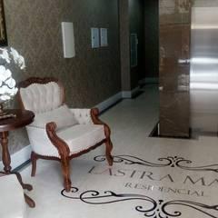 Hall entrada: Corredores e halls de entrada  por JC ARQUITETURA E INTERIORES