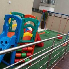 PLAYGROUND: Escadas  por JC ARQUITETURA E INTERIORES