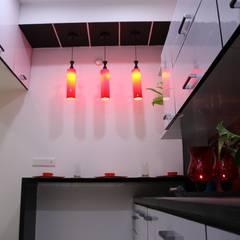 Enrich Interiors & Decorsが手掛けたキッチン収納