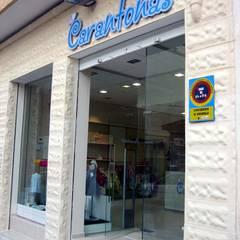 Garajes y galpones de estilo  por LCC, Licitaciones y Contrataciones de Construcción, Mediterráneo
