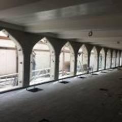Velux et fenêtres de toit de style  par AÇI PROJE MİMARLIĞI İNŞAAT CAM METAL
