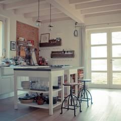 Kitchen by atelier architettura