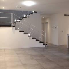 Corridor & hallway by Grupo Involto