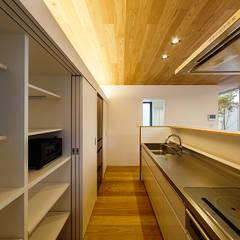 haus-flow: 一級建築士事務所hausが手掛けたキッチン収納です。