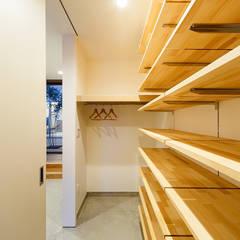 haus-flow シューズクローゼット: 一級建築士事務所hausが手掛けた廊下 & 玄関です。
