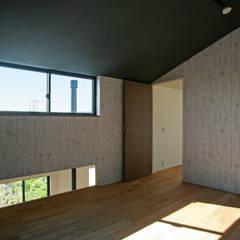 ときどき電車の見える家: 設計事務所アーキプレイスが手掛けた男の子部屋です。