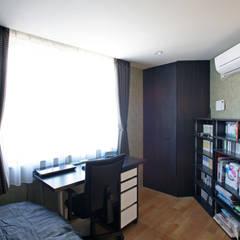 みんなの集まる家: 設計事務所アーキプレイスが手掛けた男の子部屋です。