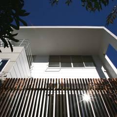 Casas multifamiliares de estilo  por 設計事務所アーキプレイス