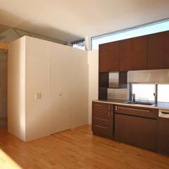 風が吹き抜ける家: 設計事務所アーキプレイスが手掛けたキッチンです。
