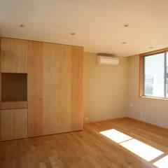 風が吹き抜ける家: 設計事務所アーキプレイスが手掛けた寝室です。,インダストリアル