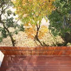 風が吹き抜ける家: 設計事務所アーキプレイスが手掛けたテラス・ベランダです。,インダストリアル 木 木目調