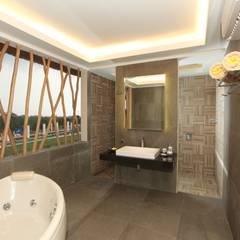 THE BALANCE OF MODERN & TRADITIONAL SPA @ BALI:  Hotels by PT. Dekorasi Hunian Indonesia (DHI)