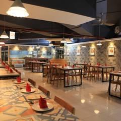 UNIQUE CONTEMPORARY DINING @ SEASON CITY APARTMENT, WEST JAKARTA:  Restoran by PT. Dekorasi Hunian Indonesia (DHI)