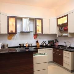 Nét Đẹp Trong Thiết Kế Kiến Trúc Nhà Phố 4 Tầng Ở Bình Tân:  Tủ bếp by Công ty TNHH Xây Dựng TM – DV Song Phát