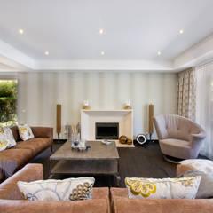 Villa in Monte da Quinta Salas de estar rústicas por Gibson- Luxury Lifestyle Rústico