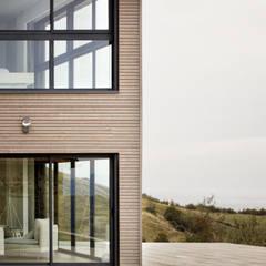 Rénovation d'une grange avec extension: Maisons de campagne de style  par Optiréno