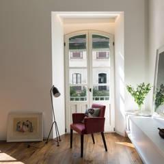 Reforma de apartamento ubicado en el centro de Sevilla.: Suelos de estilo  de Alejandro Giménez Architects