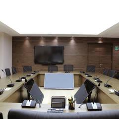 Sala de juntas: Oficinas y tiendas de estilo  por Grupo Involto