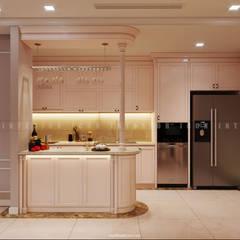 Nội thất căn hộ Vinhomes Central Park - Phong cách Tân Cổ Điển:  Nhà bếp by ICON INTERIOR