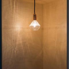 Dito_wes: Couloir et hall d'entrée de style  par atelier DiTO
