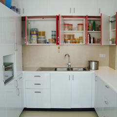 RESIDENT INTERIOR:  Kitchen by Inshows Displays Private Limited