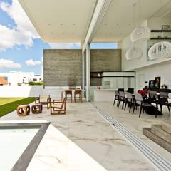 Varanda: Jardins minimalistas por Espaço do Traço arquitetura