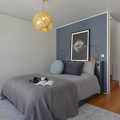 Juno's House:  Bedroom by Mónica Parreira Design Interiores