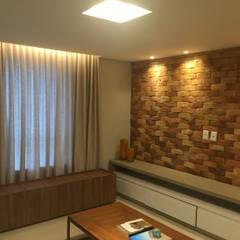 Salas multimedia de estilo rústico por Daniel Di Rezende Bernardes Arquitetura