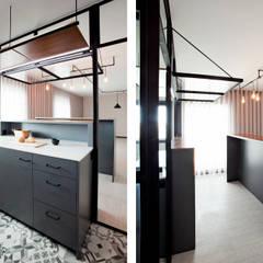 Apartamento EL.P - Remodelação: Armários de cozinha  por A2OFFICE