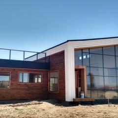 Vivienda Mario Cardemil: Casas de madera de estilo  por Kimche Arquitectos