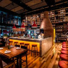 LA TRATTO PENÍNSULA: Restaurantes de estilo  por Xavier Salas Arquitectos